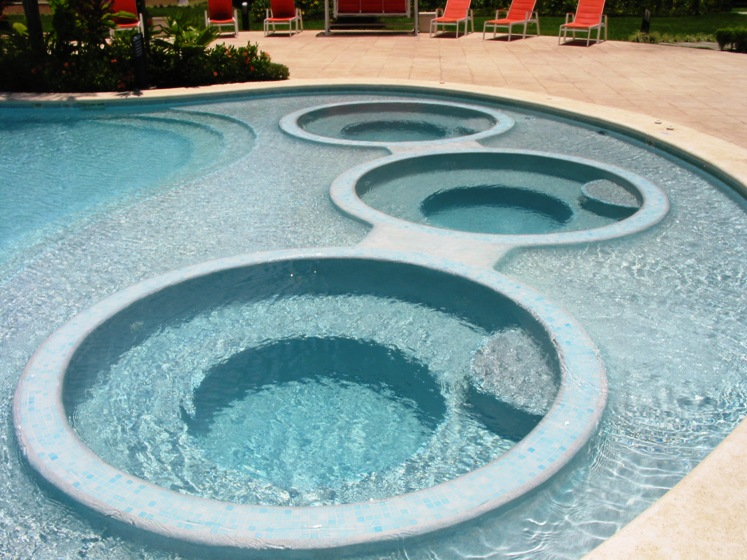 Pool also has built in Jacuzzis
